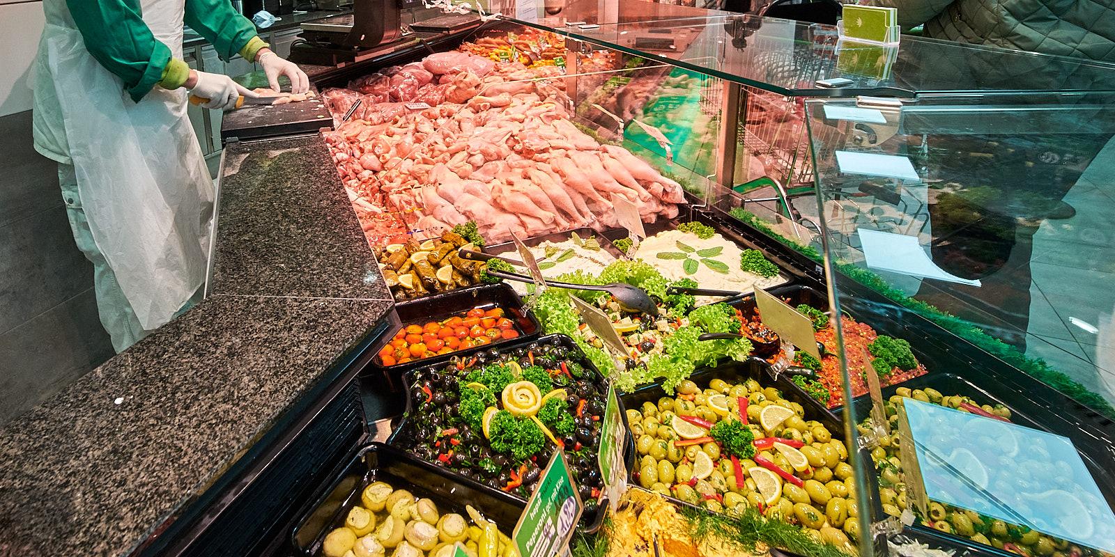 Hepsi Frischetheke mit Fleisch, Fisch und und Vorspeisen